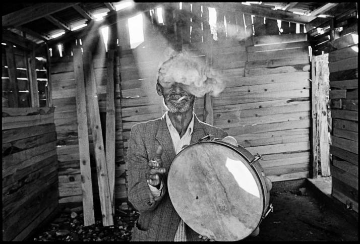 GREECE. Epirus, Parakalamos. A gipsy musician. 1993.