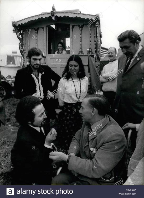 jun-06-1970-lord-wigg-welcomes-gypsies-to-epsom-the-gypsies-are-arriving-E0YHWC